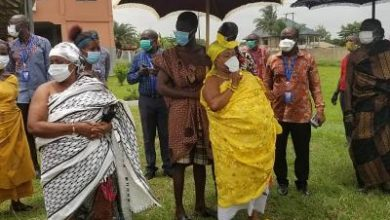 Photo of VIDEO: Lockdown: Beat people to stay home – Ejisu Queen mother to soldiers