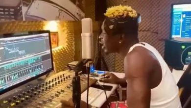 Photo of Shatta Wale praised in Nigeria for his 'End SARS' song